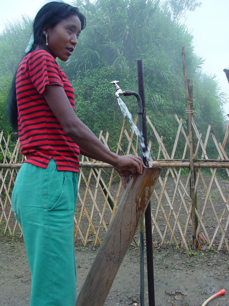 a-konyak-lady-fetching-water