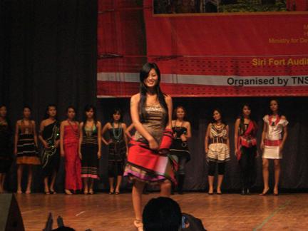 displaying-naga-attires-delhi_0