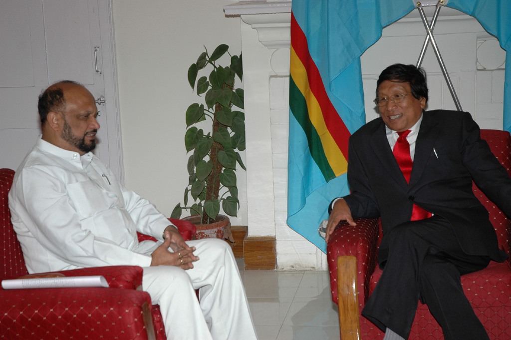 th-muivah-with-assam-cm
